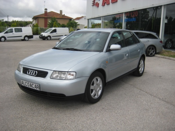 Audi A3 1.6 Attraction (101cv) (5p)
