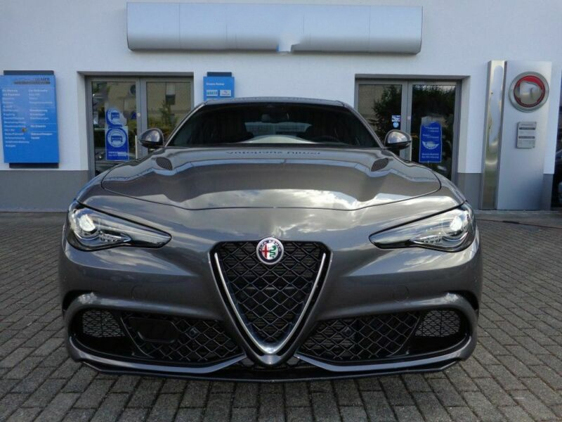 Alfa Romeo Giulia Quadrifoglio 2.9 V6 Bi-Turbo AT8