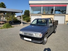 Toyota Hilux 4x2 cabine simples 3 lugares