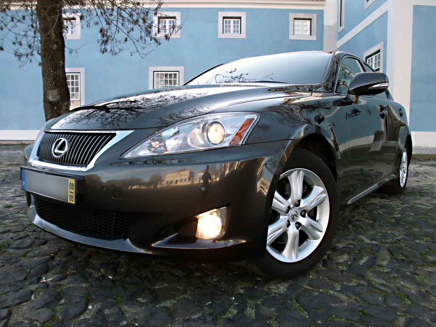 Lexus IS 220 Base 17