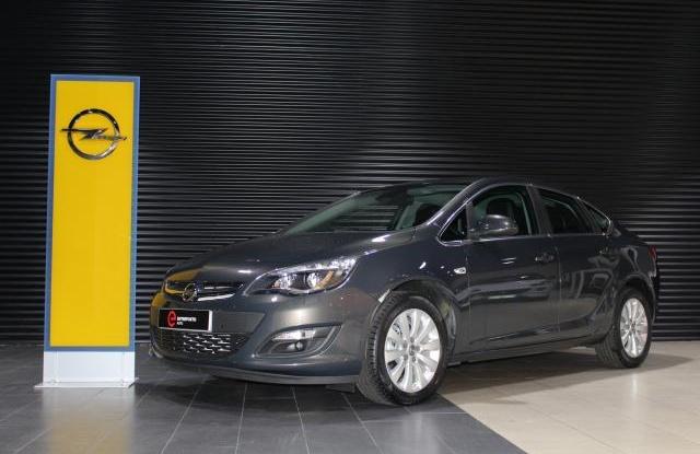 Opel Astra 1.6 Cdti 110 cv Sedan