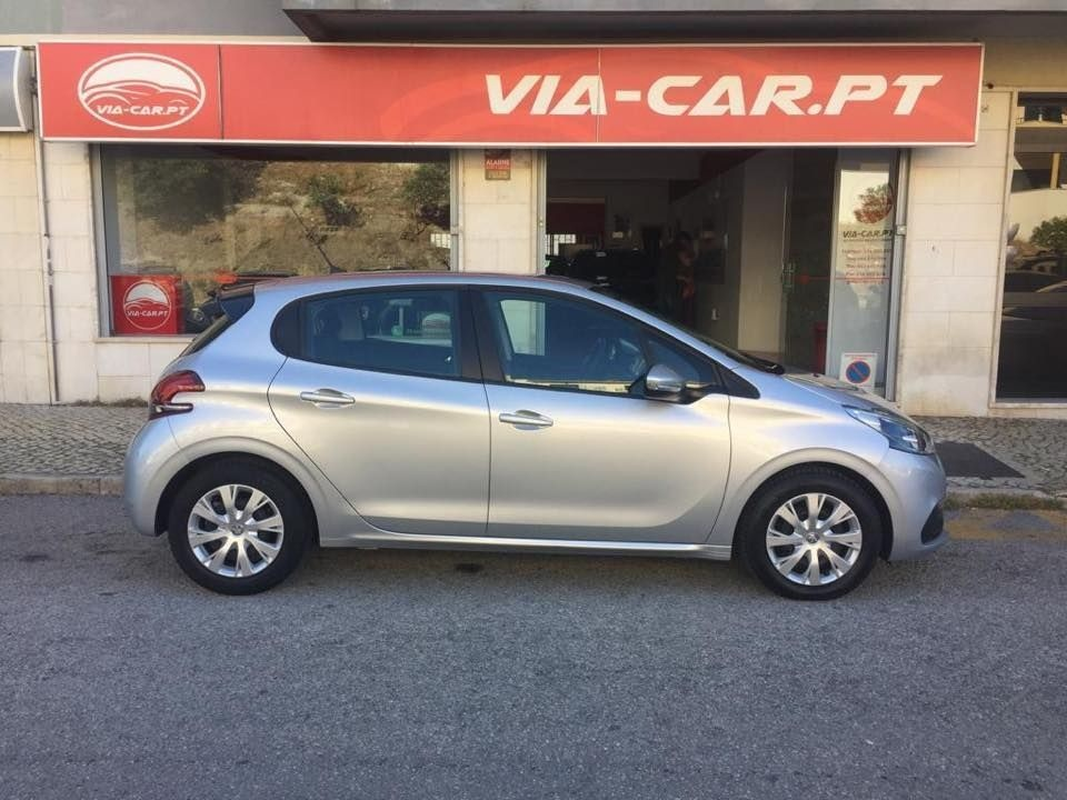 Peugeot 208 Blue 1.6 HDI BlueLease GPS 179€ Mês