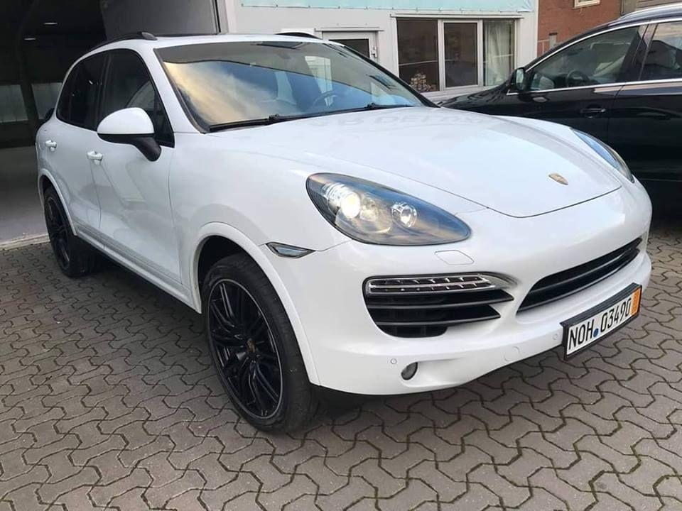 Porsche Cayenne Platinum Edition (Black Line)