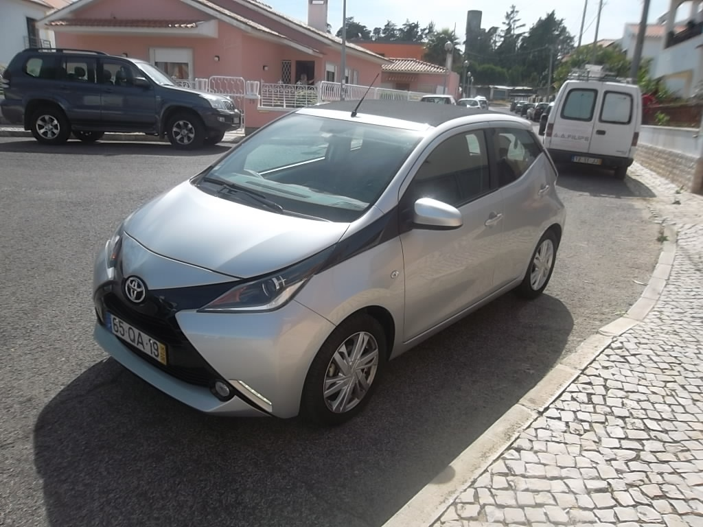 Toyota Aygo 1.0 x-play plus + ac+ x-touch