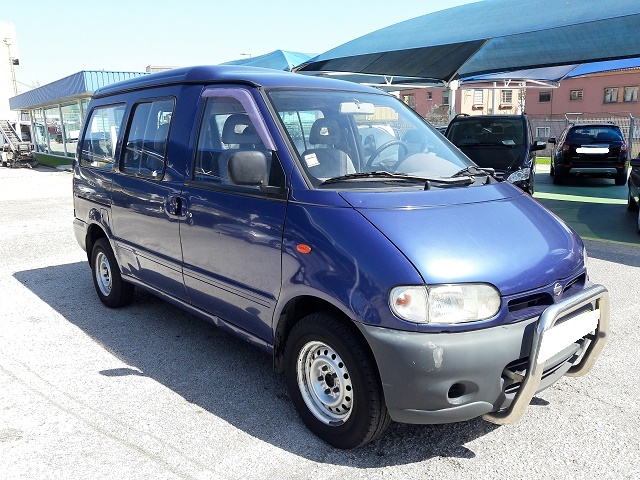 Nissan Vanette Cargo 2.3 ( 5 Lugares )